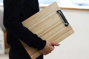 竹でできたクリップボード